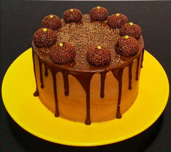 Bolo com calda de chocolate Julia Guedes Curitiba 2