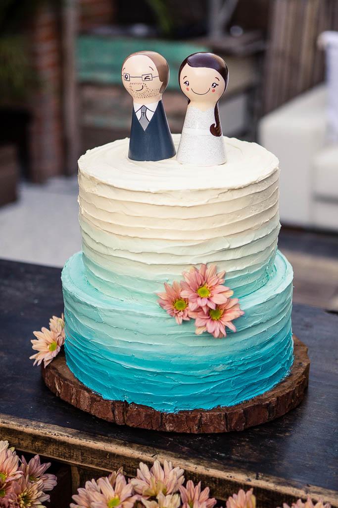 Bolo de casamento com acabamento rústico em degradé